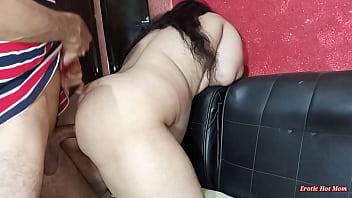 Тонкая худышка перед камерой занимается порно с партнером