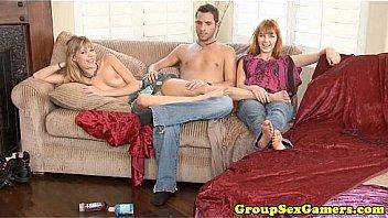 Катя резвится с мамкой и со своим супругом