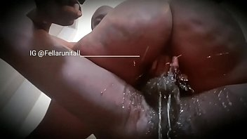 Упитанная мать в чулках мастурбирует игрушками
