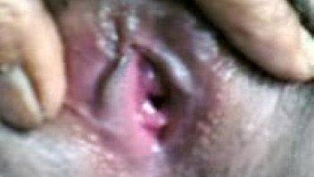 Большегрудая зрелая брюнетка возможно заглотить весь фаллос мужчины