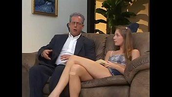 Блудливые лезбиянки доводят себя до струйного сквирт оргазма секс приспособлениями