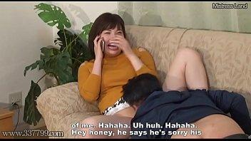 Лесбияночки в чулочках развлекаются любовью на диванчике с помощью хуезаменителя