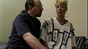 Девушка с шикарными сисяндрами надела сексапильное одежду и чулочки для траха с парнем