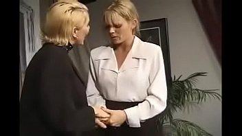 Длинноногая мулатка захватила в рот у супруга своей начальницы и дала молодому человеку в писю