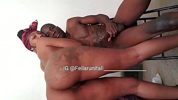 Очкарик и шалашовка с обросшим лобком желают анальный секс на диване