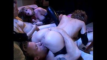 Секса ролики сост под столом смотреть онлайн на 1порно